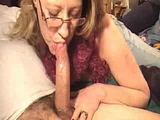Mom sucking pecker for a bit of money